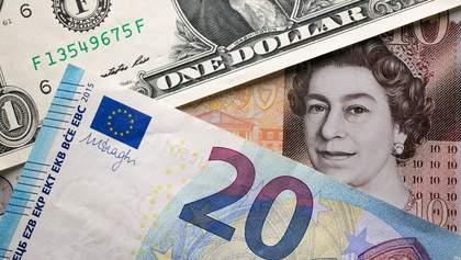 Наличный курс валют 25 сентября: гривна завершила неделю без существенных изменений