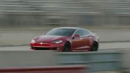 Tesla продемонстрировала возможности своего мощнейшего электрокара: видео