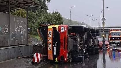 Жуткое ДТП в Киеве: водитель умер на месте – фото, видео