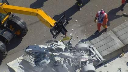 Пілоти Формули-2 потрапили у моторошну аварію з пожежею, розбивши боліди об стіну: відео