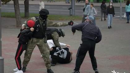 """Силовики затримали понад 340 людей під час """"народної інавгурації"""" Тихановської"""
