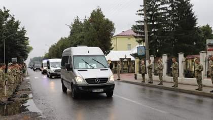 Авиакатастрофа АН-26: борт с телом Виталия Вильхового прибыл на Львовщину – фото, видео