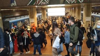 Смерть зачепера у київському метро: що відомо про загиблого і що кажуть у поліції