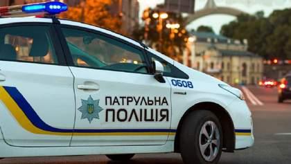 У Києві патрульний в останню мить спіймав жінку, що намагалася покінчити з життям: відео