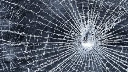 Во Львове женщина под кайфом забаррикадировалась в аптеке и угрожала обломком стекла
