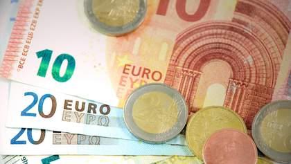 Курс валют на 1 октября: в Украине стремительно дорожает евро, доллар тоже немного вырос
