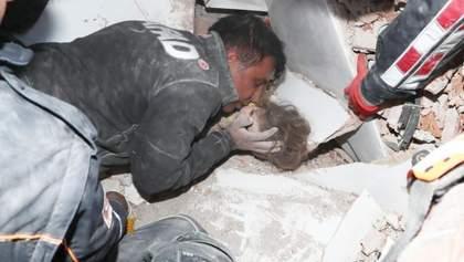 Це диво: в Ізмірі врятували дитину, яка провела під уламками 91 годину – щемливі фото