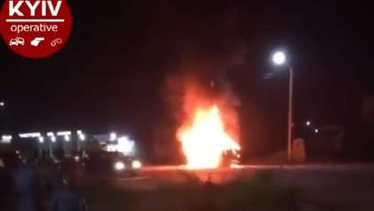 Під Броварами після ДТП вщент згоріло авто: відео