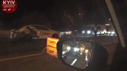 Між Києвом та Броварами сталася ДТП за участю таксі: відео 18+