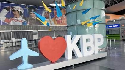"""В аеропорту """"Бориспіль"""" утворилась велика черга: всі ігнорують соціальну дистанцію"""