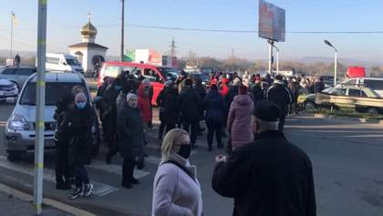 В Черновцах предприниматели протестуют против карантина выходного дня: фото, видео