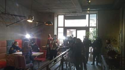 Во Львове полиция проверяла соблюдение карантина выходного дня в пиццерии Celentano