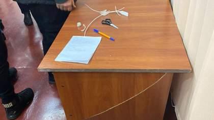 Під час сутички зламали стіл: у Полтаві членів виборчої комісії запідозрили у фальсифікаціях
