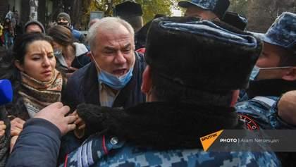 Демонстранты – против Пашиняна: десятки задержанных на акциях протеста в Армении – видео