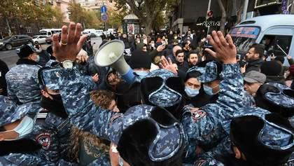 Протестующие в Ереване заблокировали админздания и собираются ночевать на улице: видео
