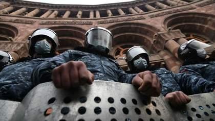 Зіткнення у Єревані: демонстранти блокували кортеж Пашиняна та побились з поліцією – відео