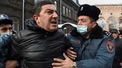 В Ереване оппозиция объявила бессрочный сидячий протест возле правительства: детали