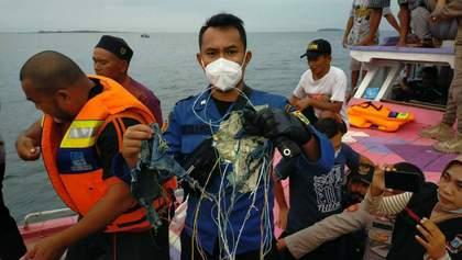 На борту індонезійського Boeing, що впав у море, було 10 дітей