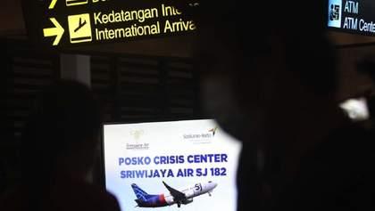 Літак, що розбився в Індонезії, не подавав сигналу тривоги