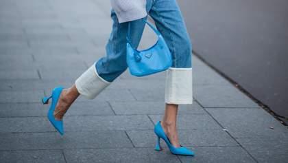 Массивные кроссовки и босоножки с тонкими ремешками: с какой обувью модно носить прямые джинсы