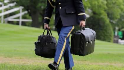 """В день інавгурації Байдена: Трамп вилетить із Вашингтона з """"ядерною валізою"""""""