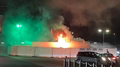 Сожженые авто и слезоточивый газ: в Нидерландах акция против карантина переросла в хаос