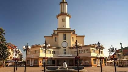 В Ивано-Франковске пара занялась любовью на ратуше: мэр предлагает сделать услугу платной