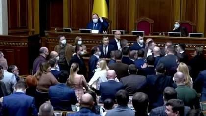 Нардеп запропонував не пускати у Раду канали Медведчука: ОПЗЖ готувалася до бійки – відео