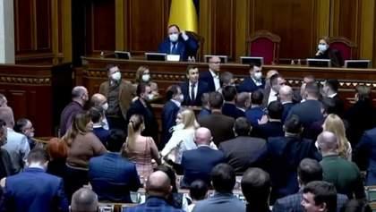 Нардеп предложил не пускать в Раду каналы Медведчука: ОПЗЖ готовилась к драке – видео