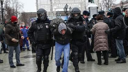 В кошки-мышки ни с кем играть не будем, – реакция Кремля на обещания возобновить протесты