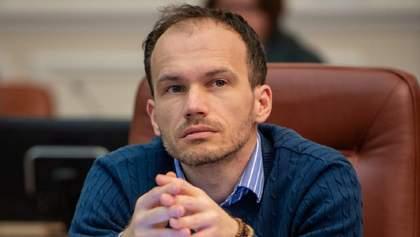Козак не перший: в Україні запровадили санкції проти десятків людей та сотень компаній