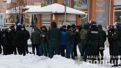 """У """"Нацкорпусі"""" заявляють, що заблокували у Києві """"базу тітушок"""" ОПЗЖ: поліція почала провадження"""