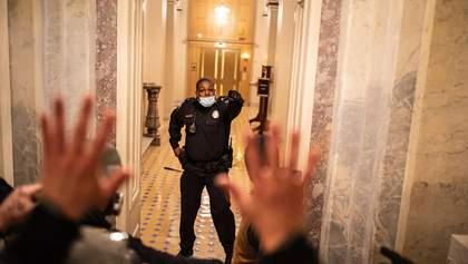 Сенат аплодировал стоя: в США наградили полицейского, защищавшего Капитолий во время штурма