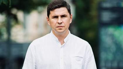 Президент понял, что идти мягким путем не работает, – Подоляк о блокировании СМИ Медведчука