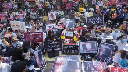 В Мьянме на масштабном протесте применили оружие: есть погибшие