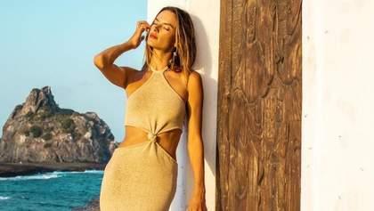 Модель Алессандра Амбросіо одягнула найсексуальнішу сукню 2021 року: ефектні фото