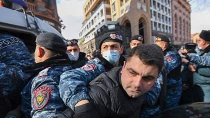 У Єревані намагались не впустити прем'єра Пашиняна на роботу: є затримані – відео