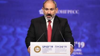 Пашинян запевнив, що досі контролює армію