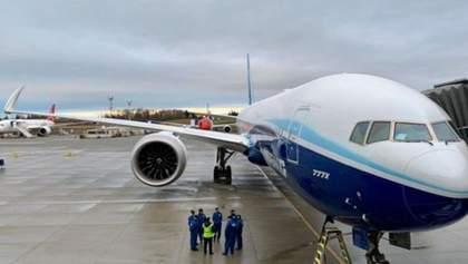 У Росії Boeing вночі зробив екстрену посадку через проблеми з двигуном
