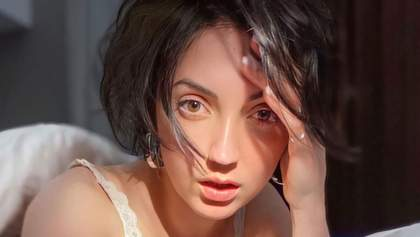 Оля Цибульська похизувалась пишними грудьми у мереживному ліфі: фото