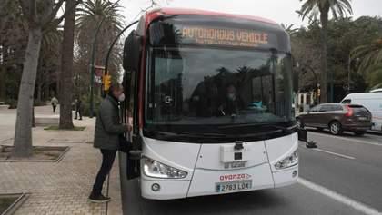 Електричний автобус без водія тепер курсує вулицями іспанської Малаги