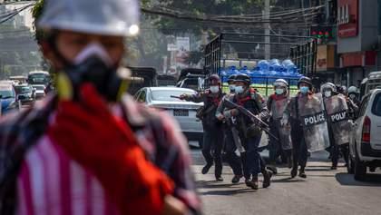 Города в огне: в Мьянме продолжаются массовые протесты