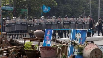 В Мьянме - кровавые столкновения протестующих с полицией: есть погибшие и пострадавшие