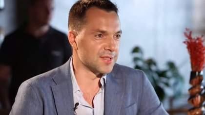 Россия сама испугалась, – Арестович о заявлении боевиков касательно Донбасса