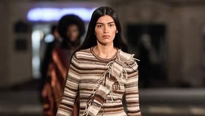 Длинные платья и бежевые дубленки: коллекция Chloé осень – зима 2021/2022