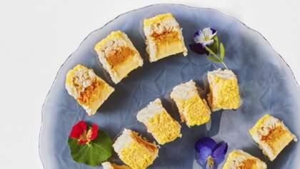 Куриный салат-рулет Мимоза: домашний рецепт