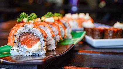 Уникальность японской кухни: как правильно есть суши и умеют ли украинцы это делать
