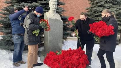 К могиле шли по списку: в Москве отметили годовщину смерти Сталина – фото
