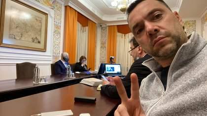 Я російський за культурою, – Арестович про українську мову у своєму фейсбуці