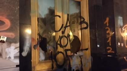 Бить окна и пускать дымовухи не планировали, – организатор протеста возле ОП